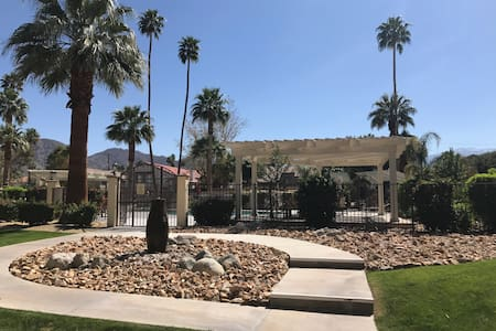 Cozy One Bedroom Apartment Near Coachella Fest - Palm Desert - Lejlighed