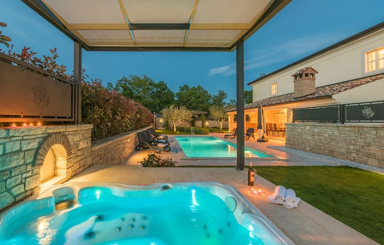 Luxury Villa Lori with Private Pool and Hot Tub