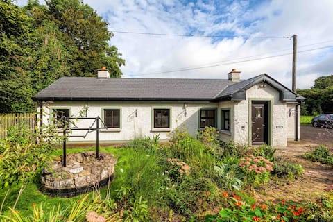 Idyllic Irish country cottage with spacious garden