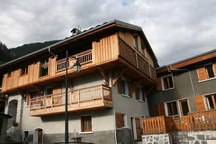 CHAMPAGNY EN VANOISE charmante maison de village