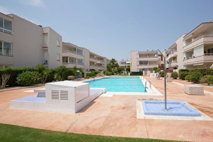 Well-kept apartment with views of the sea, two swimming pools near Vinaròs