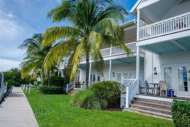 Marathon Luxury Townhouse with Boatslip and Pool!