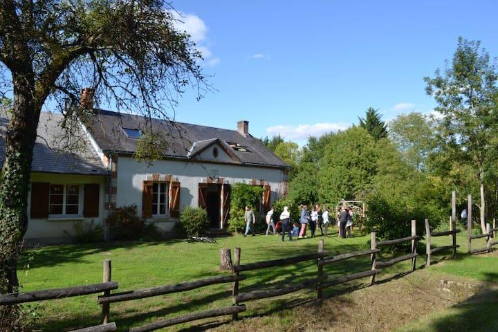 Magnifique maison forestière en pleine nature - Nibelle - Dům