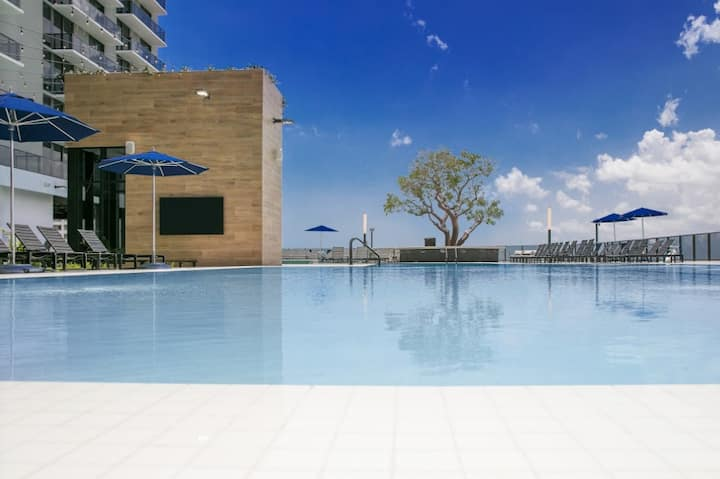 Luxury Las Olas Studio/pool/parking/kitchen