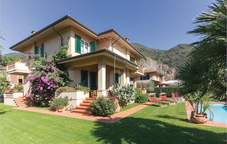 Holiday cottage with 3 bedrooms on 220m² in Camaiore LU
