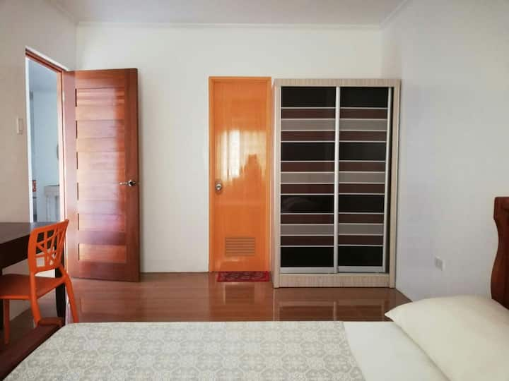 Entire Floor with 2 Rooms for Family/ Group of 7
