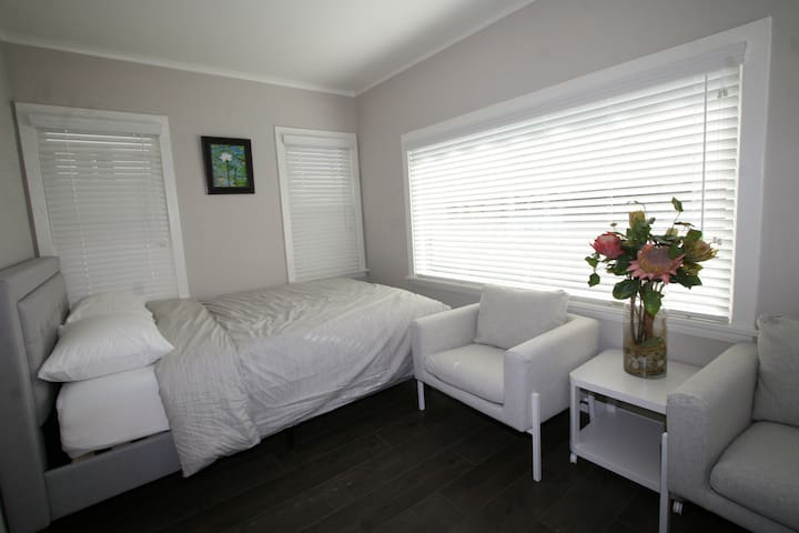 Los Angeles - LOVELY Private Room AND Bathroom!