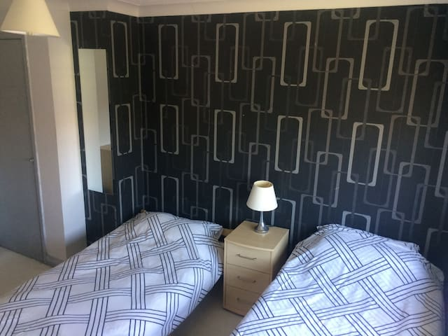 Comfortable Room nr Sea Front & Sovereign Harbour - Eastbourne - Haus
