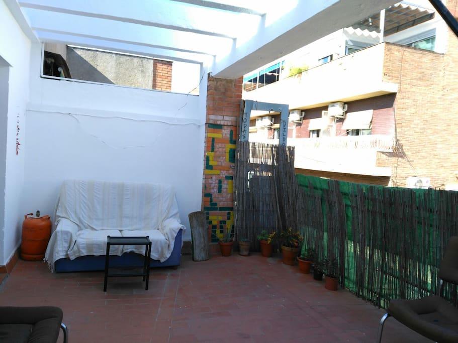 Tico con terraza en el centro casas de invitados en for Terraza la casa de granada madrid