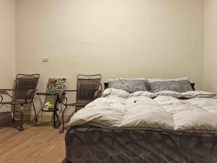 全新裝潢!雙人套房(一衛浴)Double room,近瑞光夜市、國3