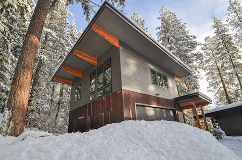 The Nest- secluded forest retreat w/private trails
