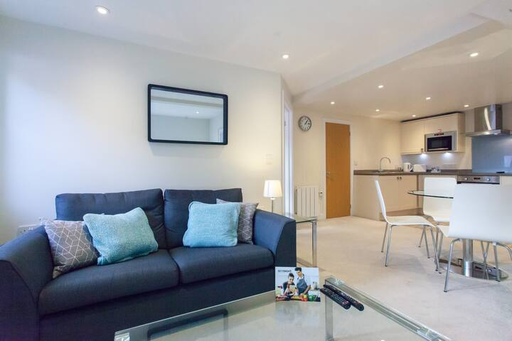 1 Bed Flat With Parking