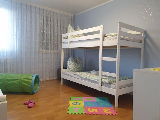 Kinderzimmer mit Hochbett (auch für Erwachsene geeignet)