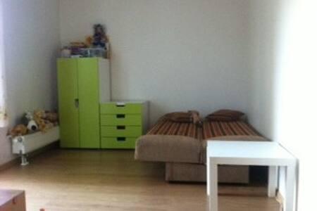 Cолнечная комната с балконом вновостройке RU ES EN - Riga - Wohnung