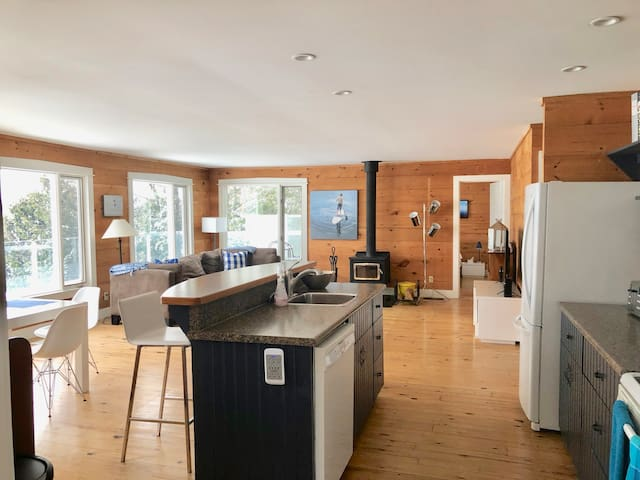 Cozy Rustic Modern Lake House
