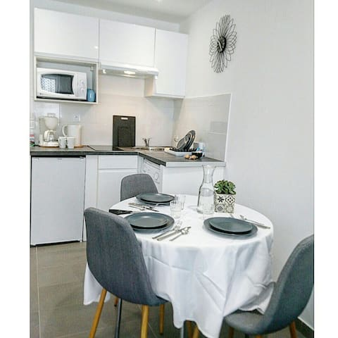 Trendy flat ''CLÉMENTINE'' 450m from the beach.