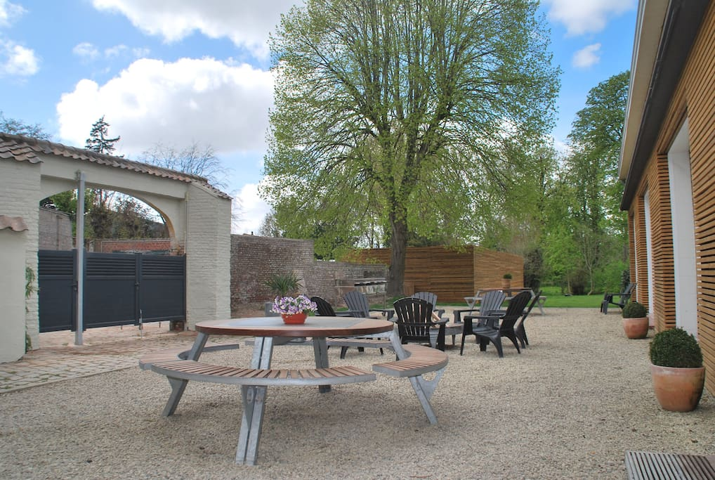 Located in the center of Poperinge, with big garden, terrace, BBQ facilities,  private parking, ...