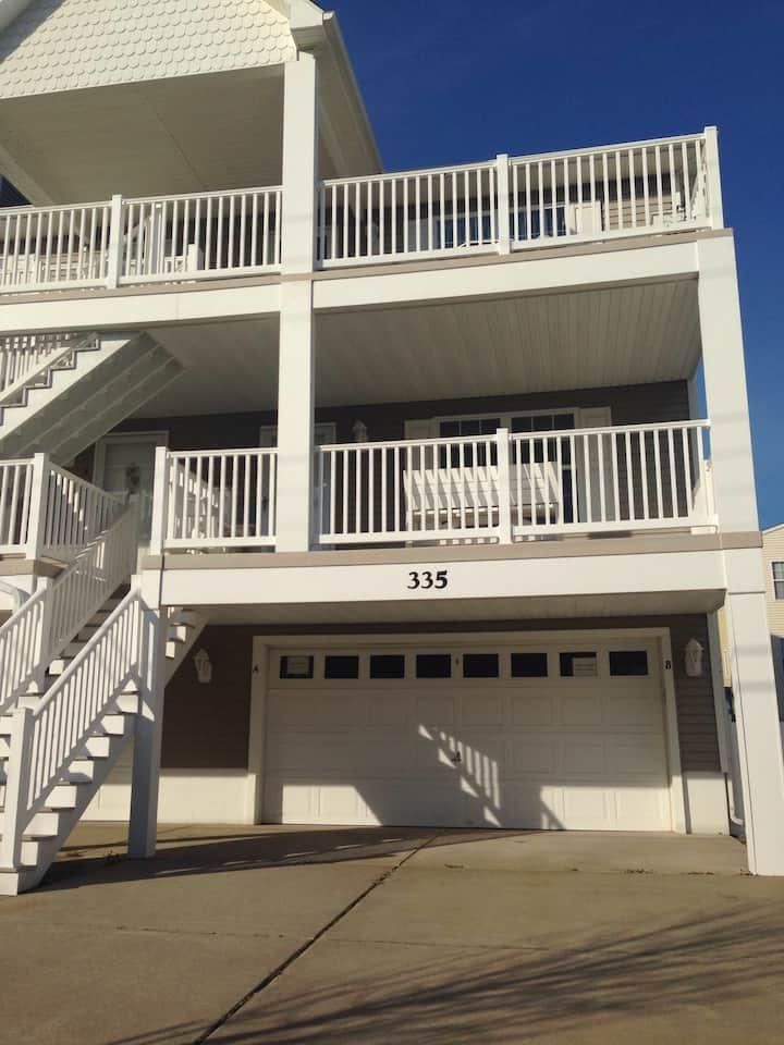 3 bedroom condo in Wildwood. 1 block to boardwalk