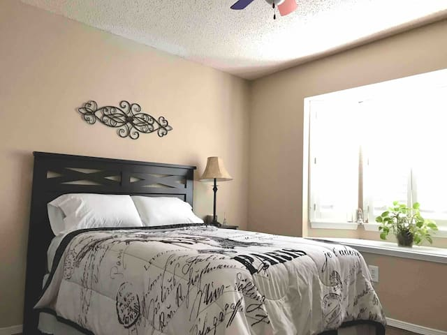 Beautiful, completely furnished room!!!