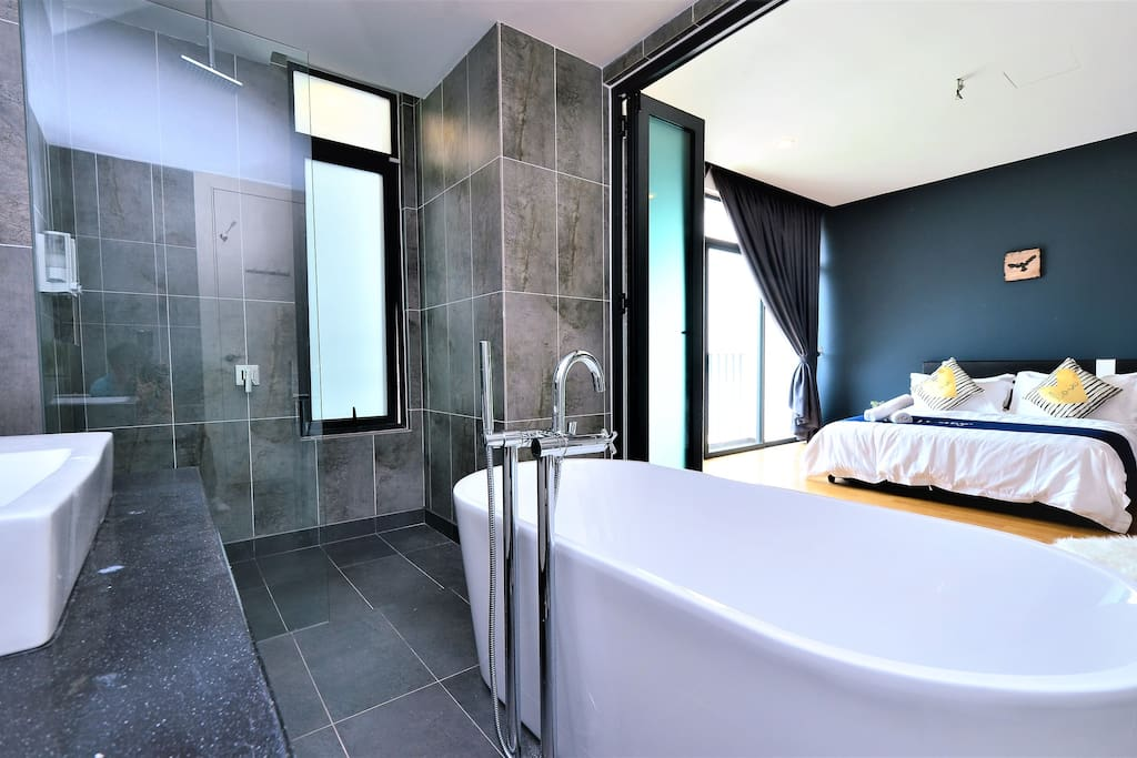 Very Large and Comfortable master room Toilet with Bath Tub. Very Big room ♡ relax enjoy ♡