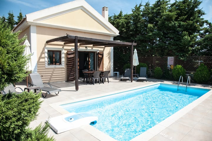 Villa Anthia. Private Pool & Garden, Beach 300 m