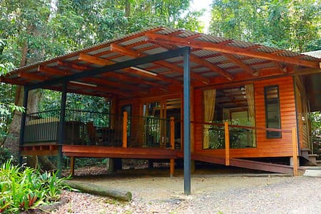 Figtree Getaway cabins in rainforest - Malanda