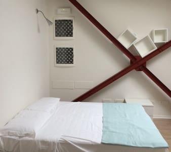 Loft camera con bagno ingresso indipendente - Cascina - Loft
