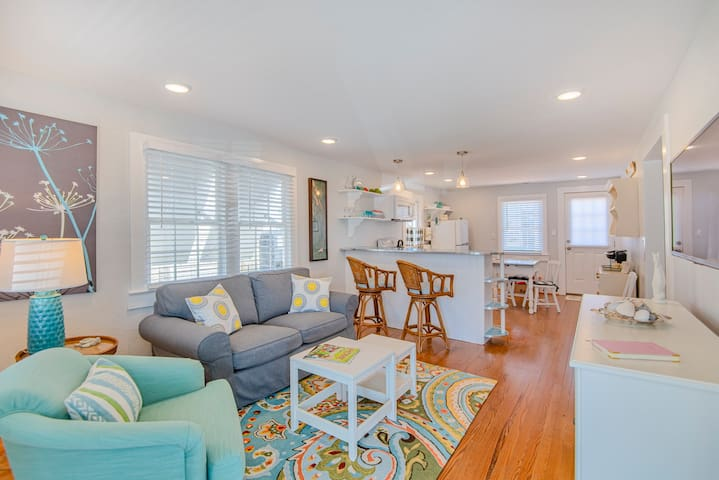 Original 1950's Beach Cottage-Lovingly Remodeled
