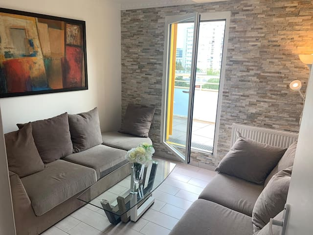 Private living room (acess to the terrace)