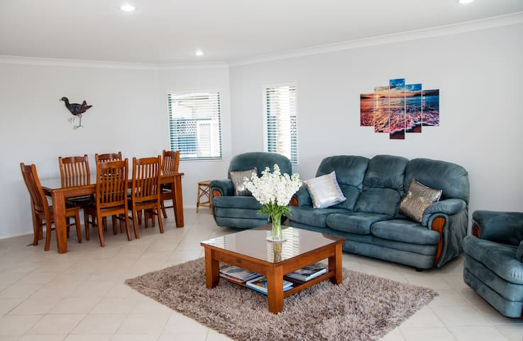 B & B on Malibu Key - Across the road to the beach - Papamoa - Huis