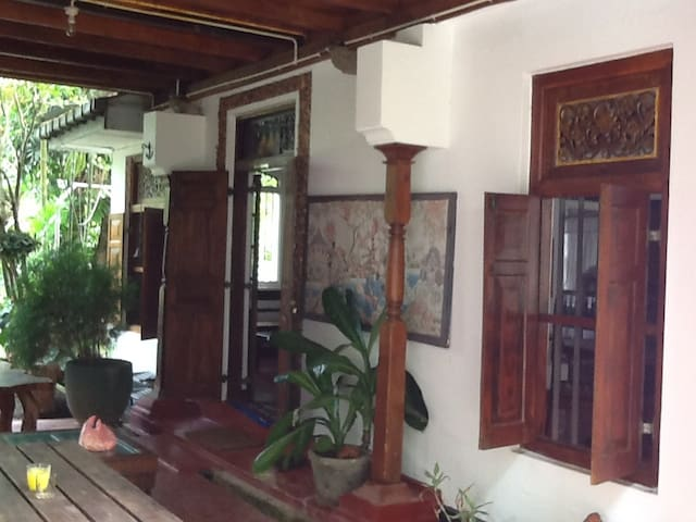Hillside King Villa,colonial bungalow -Hikkaduwa