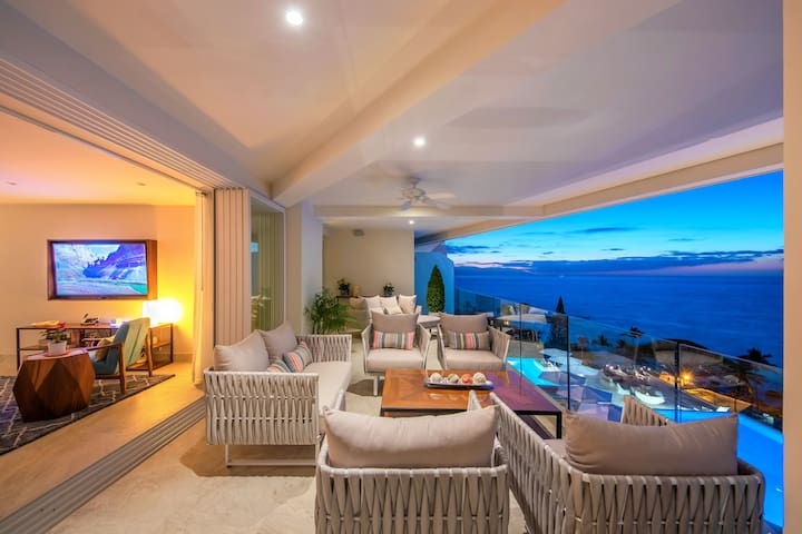 Casa Indah a Gorgeous New 4 Bedroom w/ 3400 Sq Ft