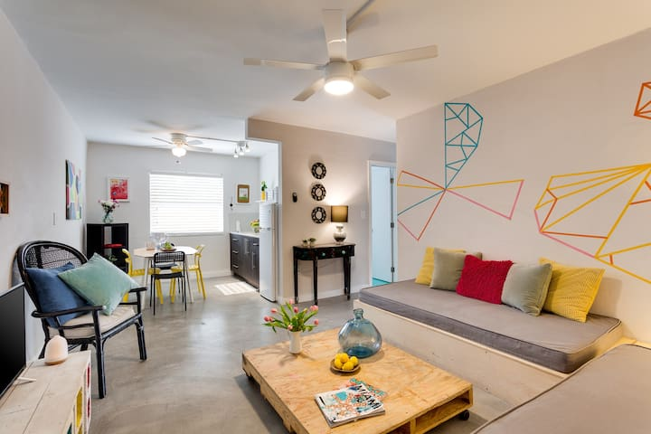 Wynwood Place 8 | 2BD with balcony + FREE Parking