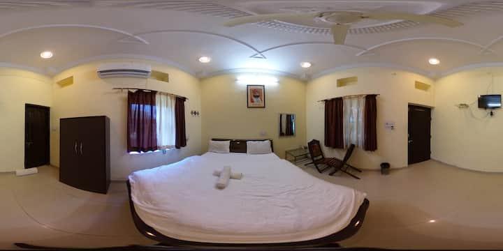 single comfortable room in the heart of Pushkar