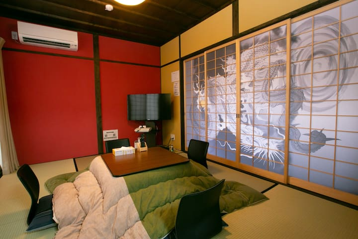 Renovated temple house RED/Wifi/Bike/Free parking