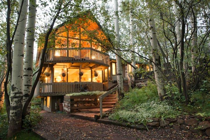 Elegant Lodge with Hot Tub: Walk to Highland Lifts