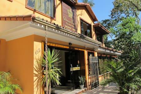 Hospedagem com conforto e ótima localização - Petrópolis