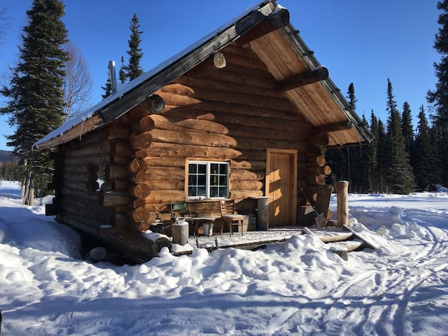 Pleasant Valley Outdoor Cabin on Yukon Quest Trail