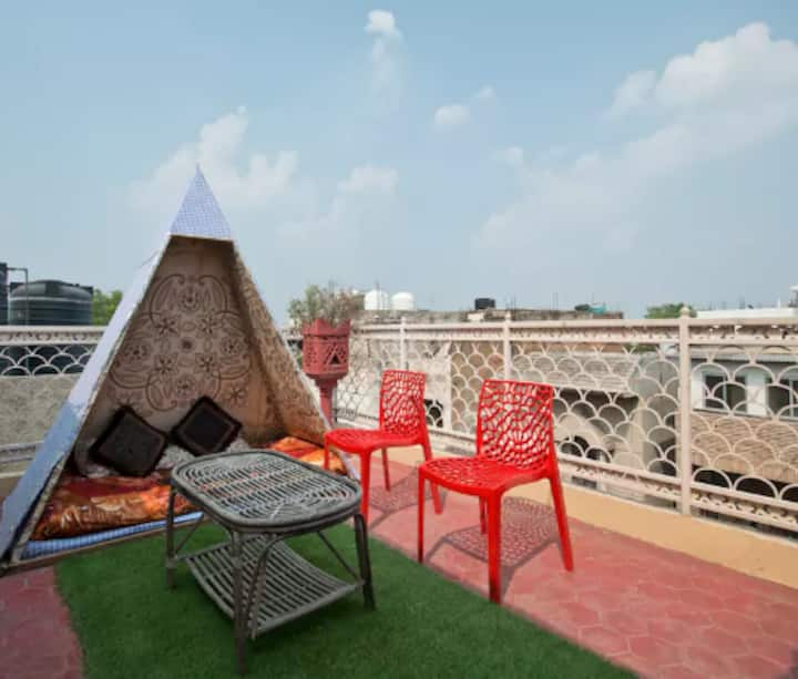 ★ ★ ★ Independent Studio Apartment in South Delhi