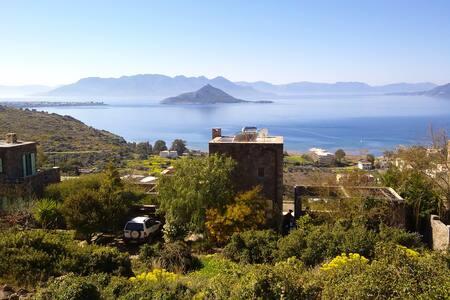 ανεξάρτητη Πέτρινη Κατοικία με υπέροχη θέα - Egina