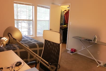 Queen Size Bed, Private Room/Bath Quite Apt - Silver Spring