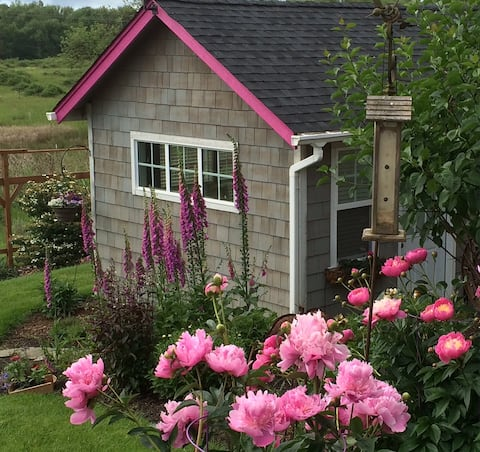 Crescent Valley Cottage
