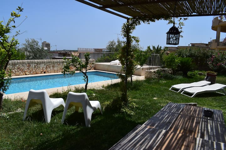 Stanza Del Mandorlo with swimming pool and parking