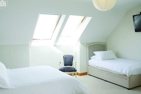 Large Triple Room - Doolin Holiday Village - Bed & Breakfast
