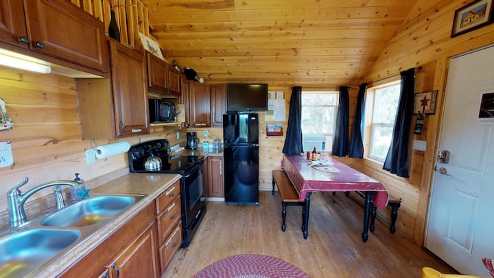 White Pine Cabin by Canyonlands Lodging