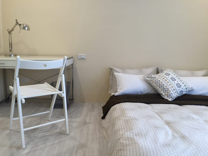 COZY BALCONY 本 /成大近夢時代 / 寢具每人次清洗保證