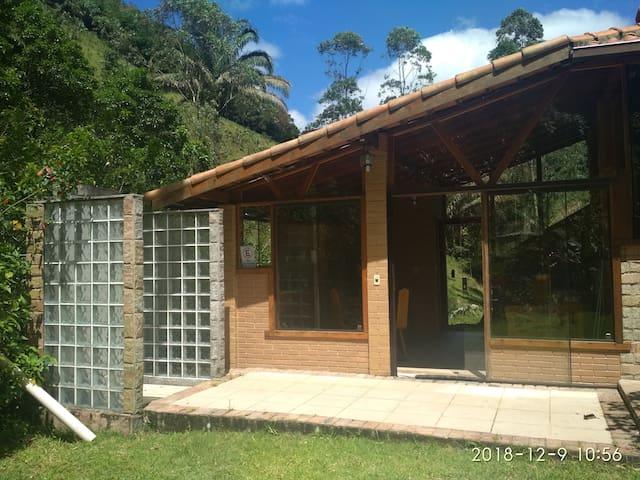 Casa com cachoeira privada em São Pedro da Serra