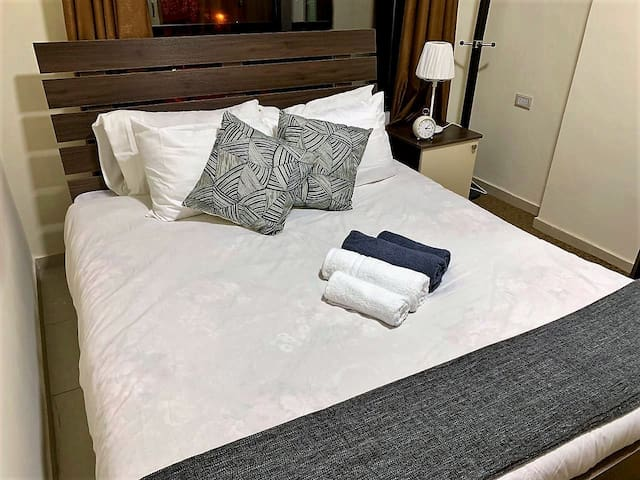 We offer top quality white linens and towels to bring you the comfort of a 5-star hotel
