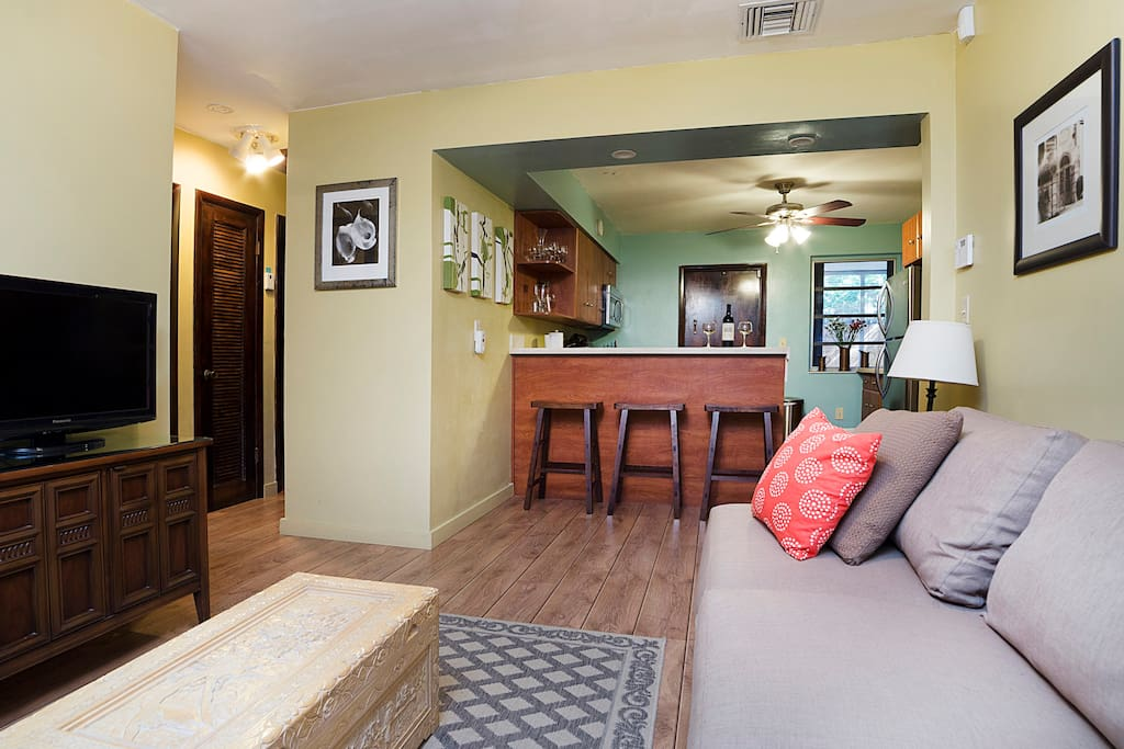Cable TV, wireless Internet, breakfast bar and a seriously comfy couch.