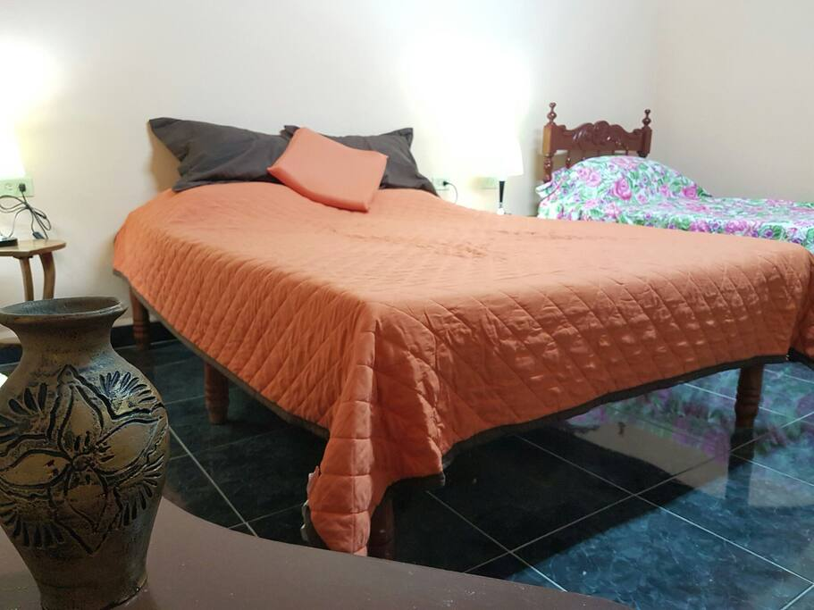 Hostal Medio: Privated room + privated bathroom